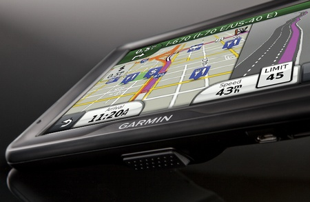 Garmin dezl 760LMT Truck Navigator with 7-inch Touchscreen angle
