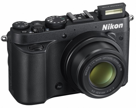 Nikon CoolPix P7700 Prosumer Camera angle