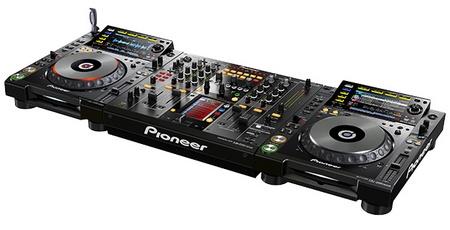 Pioneer DJM-2000nexus DJ Mixer with Pioneer CDJ-2000nexus DJ player