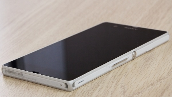 Sony Xperia Z gets unboxed early front