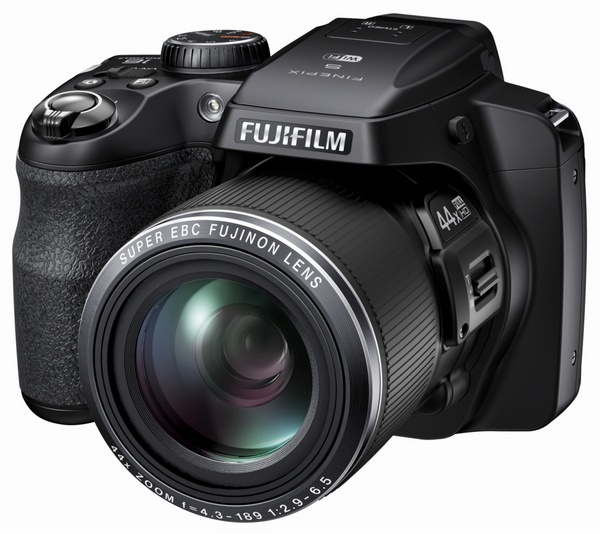 FujiFilm FinePix S8400W 44x Long Zoom Camera supports WiFi angle