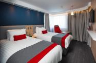 Holiday-Inn-Express-Glasgow-Airport-Bedroom-3