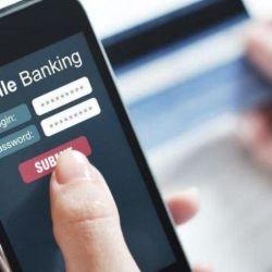 Celular con aplicación de Home Banking abierta