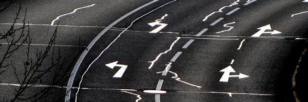 Stationnement des véhicules sur le trottoir : quels pouvoirs pour le Maire ?