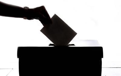 L'annulation d'opérations électorales ne peut être fondée sur le moyen relatif au fort taux d'abstention