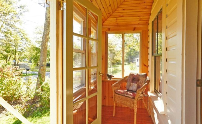 Experience Tiny Living By Renting This Cozy Tiny Cottage