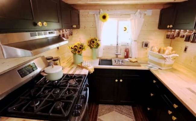Airplane Inspired 315 Square Feet Tiny House Gets Featured