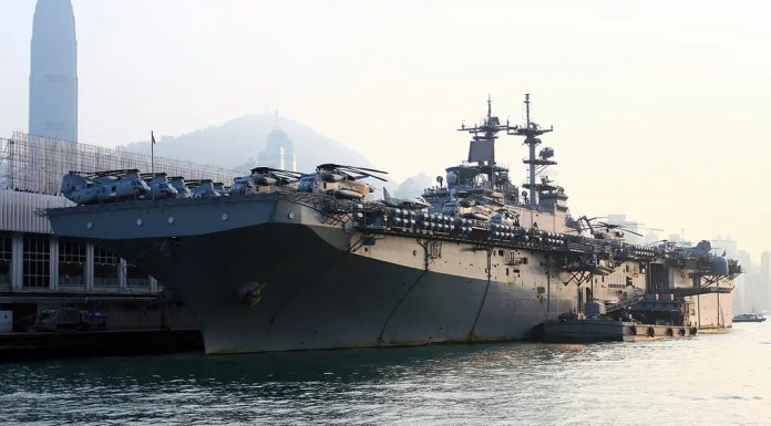USS Boxer LHD-4 at Victoria Harbor Hong Kong | 水陸兩棲突擊艦USS Boxer(LHD4)