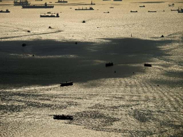Ships at Victoria Harbour, Deep Water Ports at Hong Kong   維港深水港