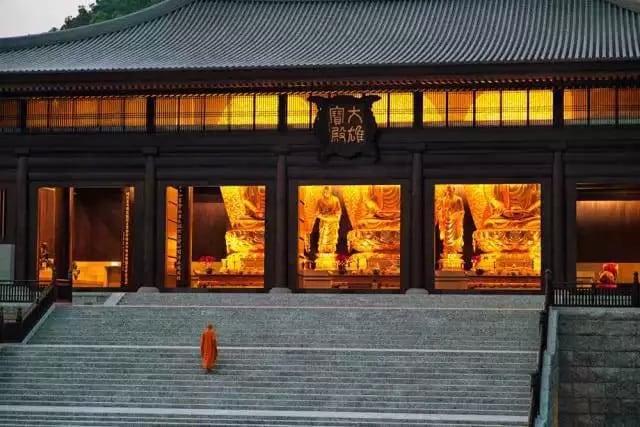 Main Hall at Tsz Shan Monastery | 慈山寺大雄寶殿