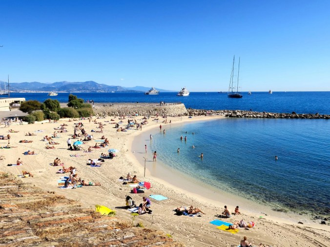 Antibes beaches / Travel French Riviera