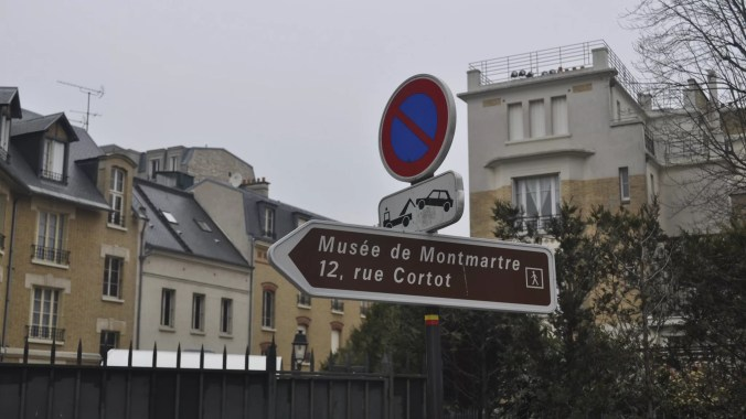 Sign pointing to the Historical Building at No. 12 Rue Cortot, Montmartre