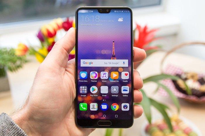 Huawei P20 спереди похож на Honor 10