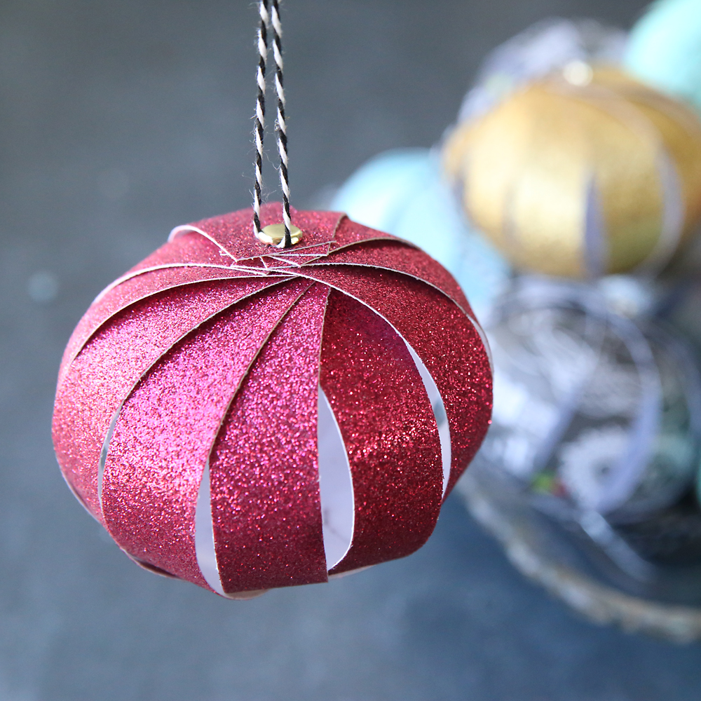 How To Make A Christmas Decorations Out Of Paper