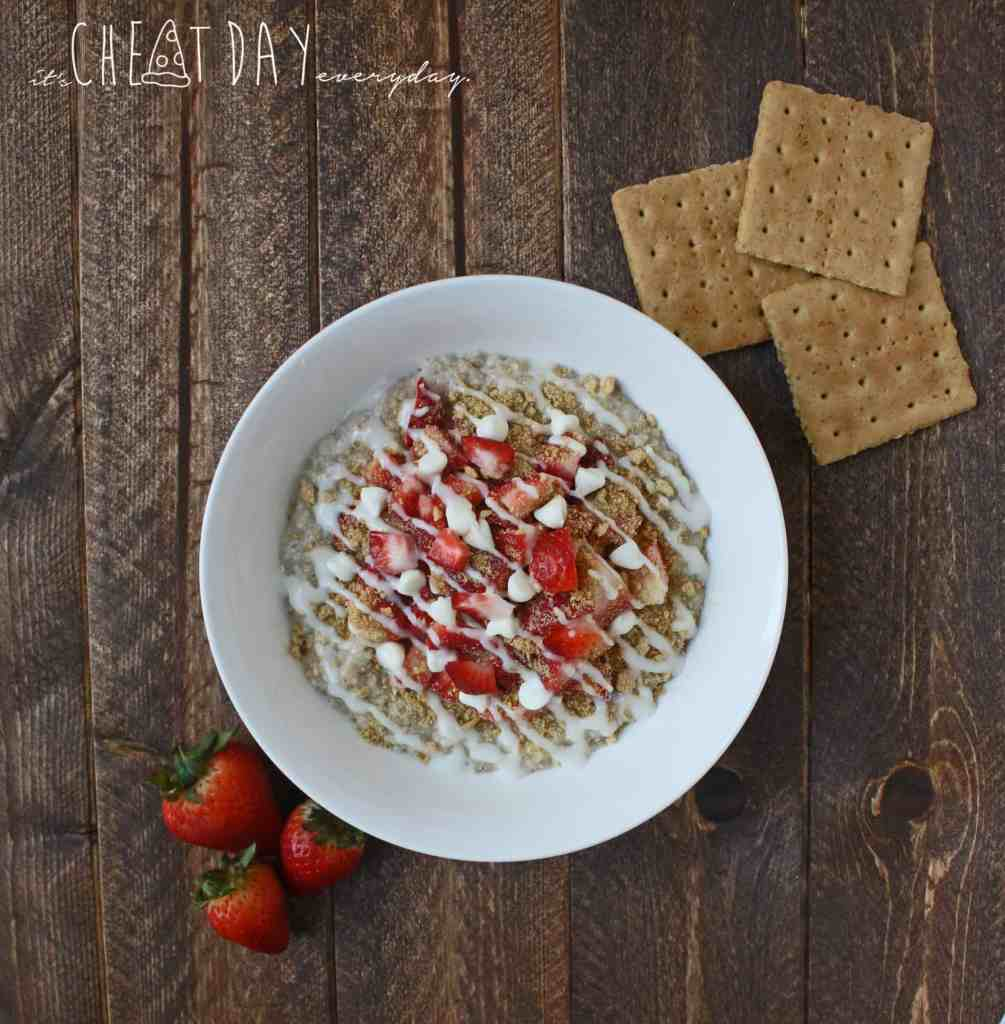 Super easy, Strawberry Cheesecake Oatmeal. It's like eating dessert for breakfast except it's healthy! | It's Cheat Day Everyday
