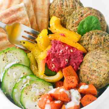 Quick and easy salad bowls including falafel, beet hummus and choice of veggies. So versatile and perfect for summer! itscheatdayeveryday.com