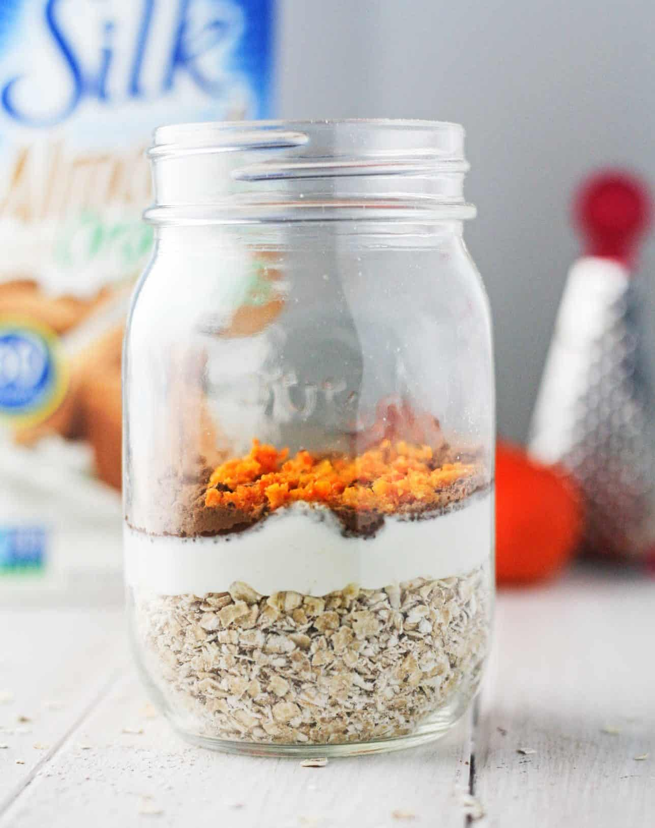 These chocolate orange overnight oats lay down the foundation for a perfect morning! If you're all about eating your favorite desserts in a guilt free, breakfast form then this 5 minute, vegan quick fix is just for you! www.itscheatdayeveryday.com