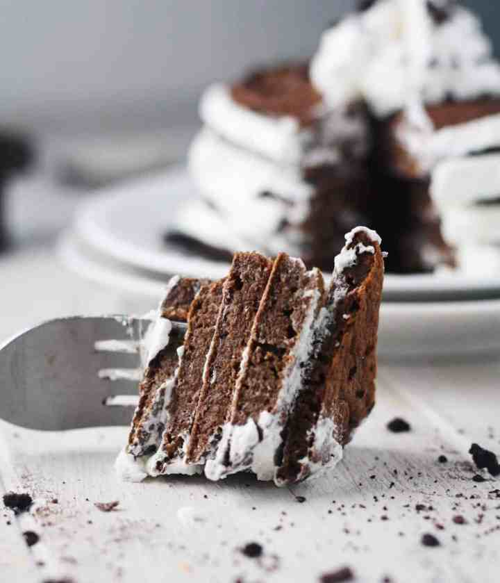 These Skinny Oreo Pancakes are everything that you love about Oreos....in a healthy pancake form! This is what we call the definition of a perfect morning. www.itscheatdayeveryday.com