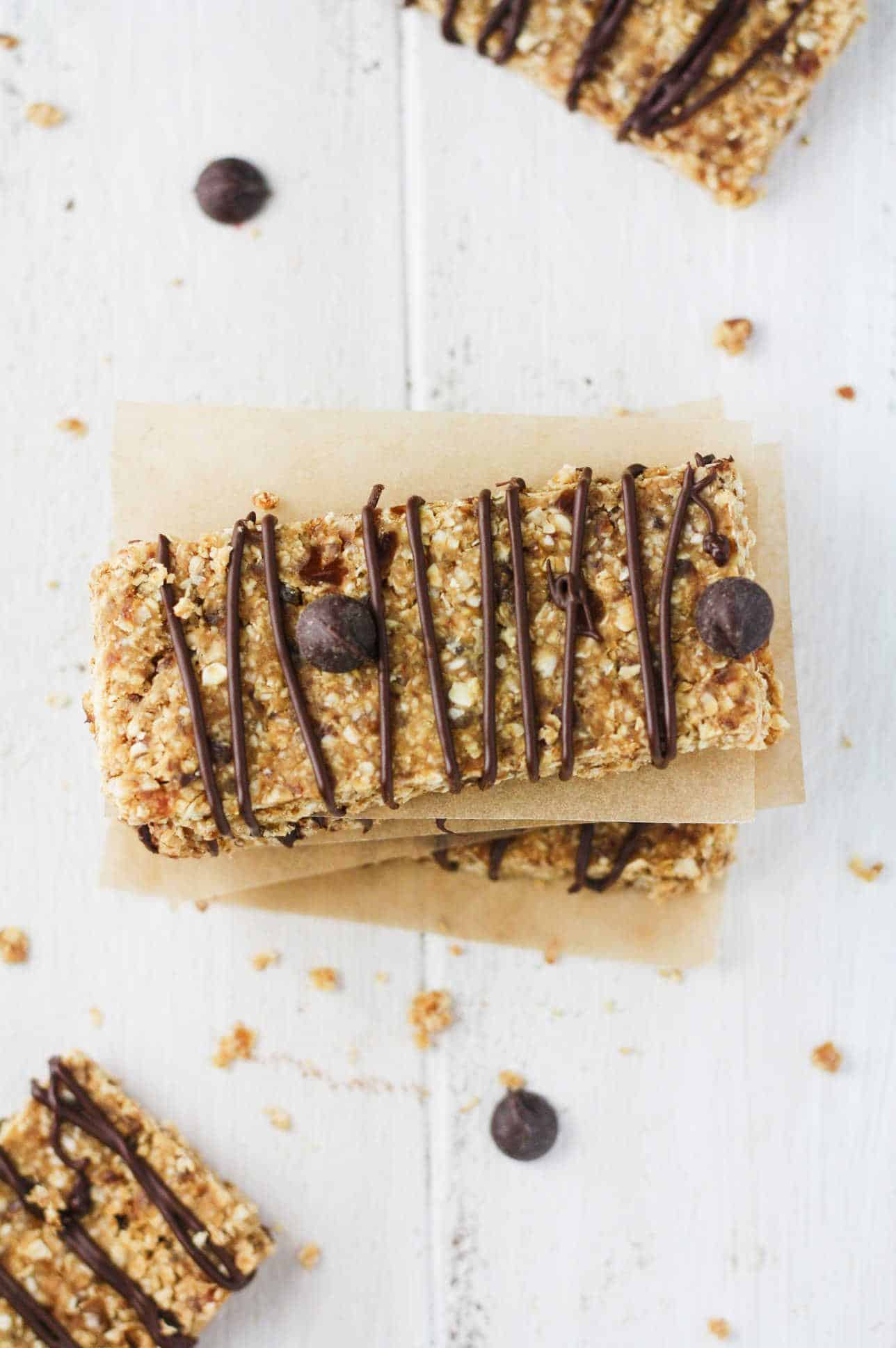 Deliciously easy, 5 ingredient peanut butter oatmeal bars that are low in calories and refined sugar free! www.itscheatdayeveryday.com