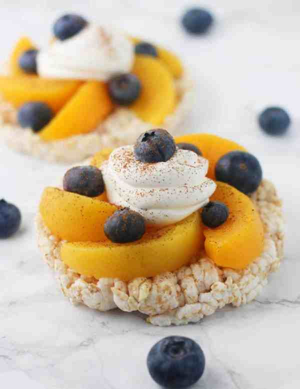 Deliciously easy Blueberry Peach Rice Cakes. A guilt free, SUPER quick dessert under 200 calories!