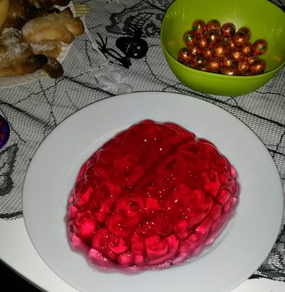 Jelly Brain - the spicy bean - super simple halloween food ideas - www.itsthespicybean.com