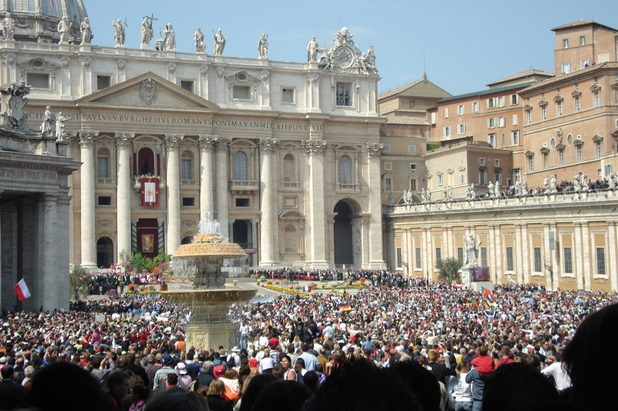 St Peters Square - Pope Speaking