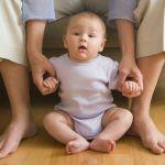 Dezvoltarea bebelusului: Miscarile de la varsta de 6-9 luni