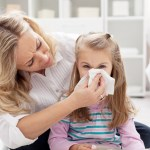 Desfundarea nasului la copii: Cand invata sa-si sufle nasul singuri