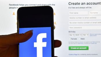 Ever Wonder How Facebook Picks your 'People You May Know' ? - Tech Note