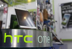 htc-one-stand-635