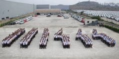 Volkswagen Pune Plant employees celebrate 111,444th car production_2