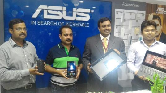 Mr. Kumar Tanksale, Manager Retail, System Business Group, ASUS India launching First Store in Lucknow