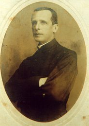 Father RobertoLandell de Moura