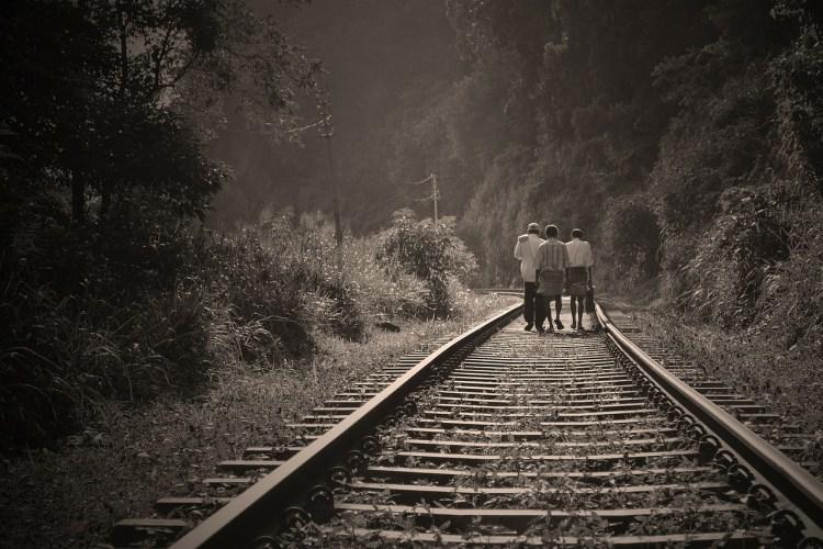 rail road 191097 1280 750x500 8 เทคนิค ถ่ายภาพด้วยมือถือ การันตีความไลค์ลั่นรับหน้าร้อน!!