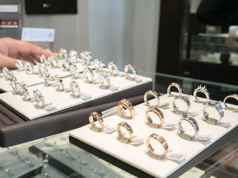 10 วิธีเลือกซื้อแหวนเพชร แหวนแต่งงาน ที่ต้องทำการบ้านก่อนไปร้านเพชร 37 - Ananta Fine Jewelry (อนันทา จิวเวลรี่)