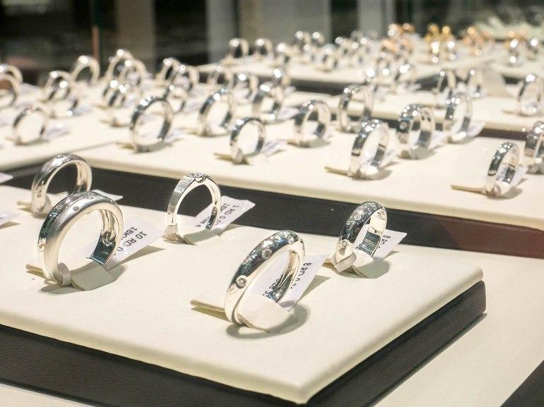 10 วิธีเลือกซื้อแหวนเพชร แหวนแต่งงาน ที่ต้องทำการบ้านก่อนไปร้านเพชร 38 - Ananta Fine Jewelry (อนันทา จิวเวลรี่)