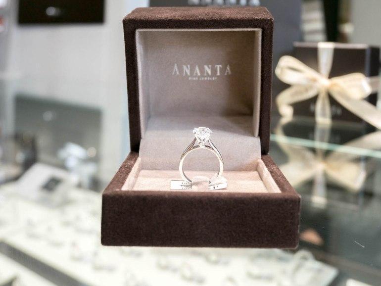 10 วิธีเลือกซื้อแหวนเพชร แหวนแต่งงาน ที่ต้องทำการบ้านก่อนไปร้านเพชร 18 - Ananta Fine Jewelry (อนันทา จิวเวลรี่)