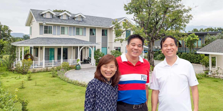 """สัมภาษณ์ครอบครัว """"สรรพกิจ"""" ถูกใจอะไร? ถึงลงทุนสร้างบ้าน SCG HEIM ตั้ง 3 หลังติดกันที่เขาใหญ่ 13 - Premium"""