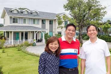 """สัมภาษณ์ครอบครัว """"สรรพกิจ"""" ถูกใจอะไร? ถึงลงทุนสร้างบ้าน SCG HEIM ตั้ง 3 หลังติดกันที่เขาใหญ่ 4 - notebook"""