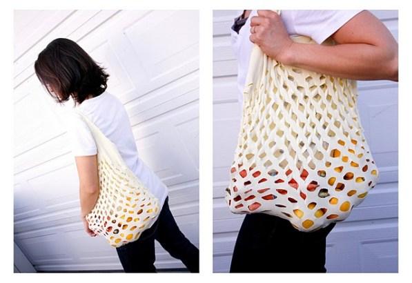 เปลี่ยนเสื้อยืดเก่าให้เป็นถุงจ่ายตลาดน่ารักๆ 14 - DIY