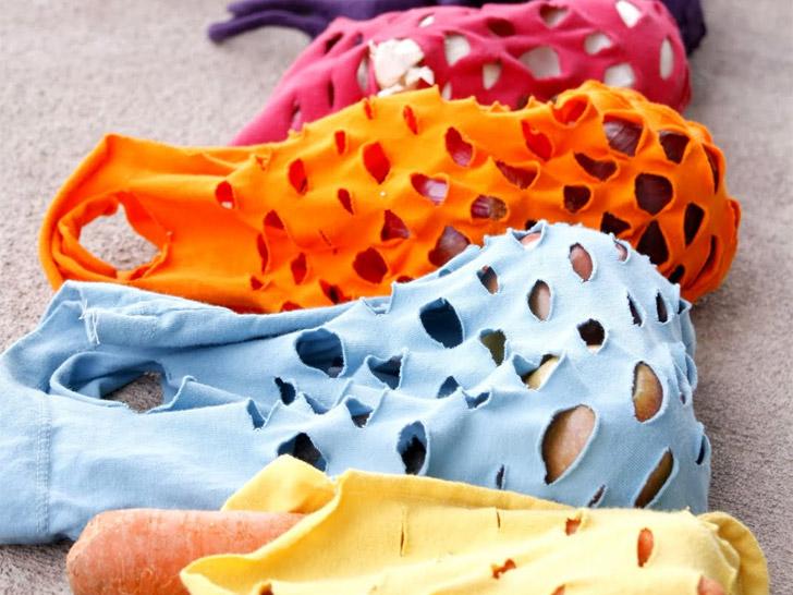 เปลี่ยนเสื้อยืดเก่าให้เป็นถุงจ่ายตลาดน่ารักๆ 13 - DIY