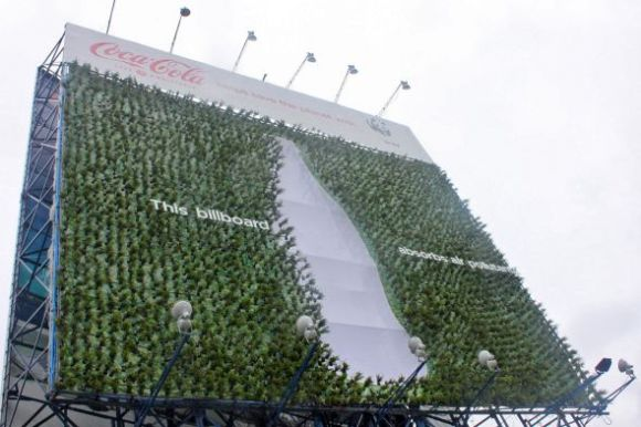 coke wwf plant billboard preview 580x386 PLant Billboard ช่วยดูดซับมลภาวะของเมือง