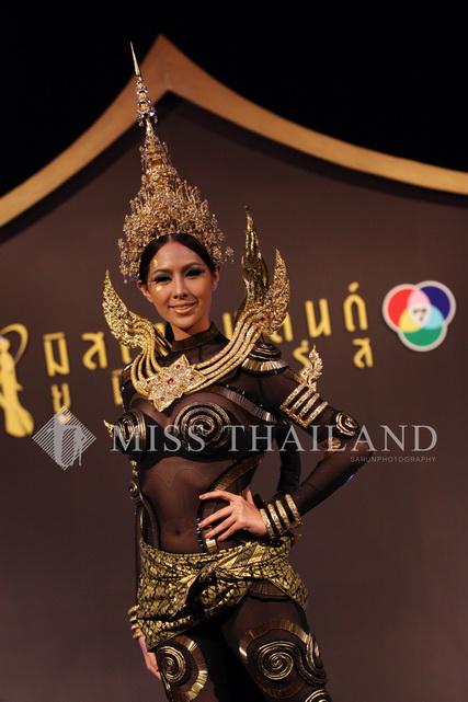 """เปิดตัวชุดประจำชาติไทย """"เหมราชนารี"""" 13 - Miss Thailand Universe"""
