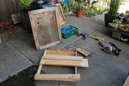 5362552342 43d923a372 D.I.Y.โต๊ะปลูกต้นไม้..จากลังไม้เก่า