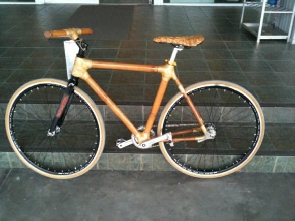 20110906 011431 580x435 Bambike จักรยานไม้ไผ่รายได้สู่ชุมชน