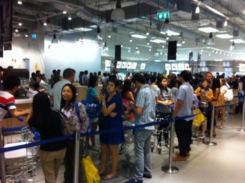 IKEA เปิดแล้ว..คนแห่ไปกันแน่นห้าง 8 - IKEA (อิเกีย)