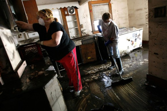 Mississippi+River+Towns+Brace+Major+Flooding+56oLyoyHEo8l 580x386 การทำความสะอาดหลังน้ำลดด้วยตัวเอง Clean House After Flooding
