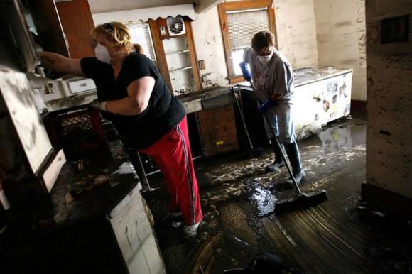 การทำความสะอาดหลังน้ำลดด้วยตัวเอง Clean House After Flooding  19 -