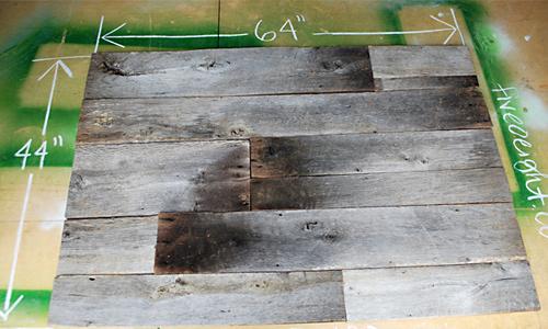 barnwood headboard step3 DIY ตกแต่งหัวเตียงนอนใหม่ หลังน้ำท่วม