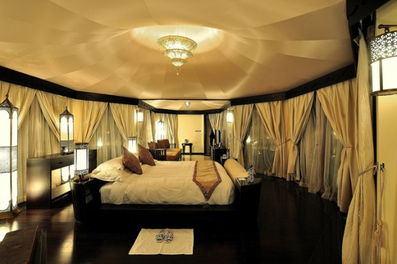 Banyan Tree Al Wadi Al Khaimah Villa bedroom a21207364 580x385 Banyan Tree AL Wadi รีสอร์ท ณ ดูไบ